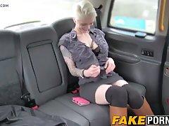 Развратная клиентка трахается с таксистом...