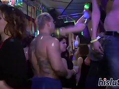 Мужики толпой трахают развратных шлюх в клубе