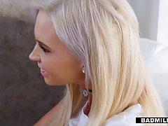 Парень развёл двух наивных блондинок на секс...