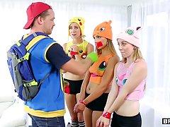 Парнишка трахнул троих девушек в шапках Пикачу
