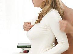 Блондинка страстно трахается со своим новым мужем