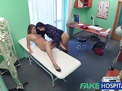 Непослушный медсестра и ее коллега с работы решили трахнутся...