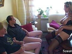 Мужики напоили грудастую соседку и стали совать свои члены в...