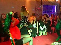 Групповой трах доводит красивых телок до оргазма на пьяной вечеринке