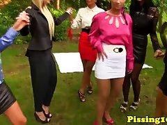 Красивые лесбиянки в чулках устроили групповуху на свежем воздухе в парке