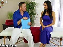 Соблазнительная брюнетка в синем платье Жасмин любовь решила...