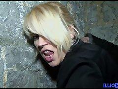 Блондинка в чулках стонет от группового траха с влюбленной п...