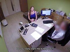 Начальник поимел грудастую незнакомку на собеседовании перед скрытой камерой