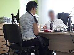 Секретарша с большими сиськами трахается с привлекательным коллегой в офисе