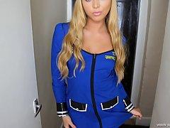 Девушка в униформе милиционерки берет за щеку у мужика от пе...