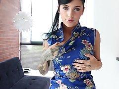 Миниатюрная азиатка с упругими сиськами ласкает киску пальца...