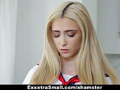 Блондинка в униформе задрала юбочку для страстного траха с б...