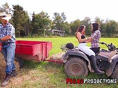 Две сисястые девушки на ферме соблазнили одного рабочего на секс втроем