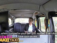 В машине женщина таксистка с большими сиськами напросилась на хардкор