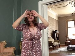 Mature brunette with massive milk jugs, Milena likes to play...