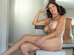 Great looking mature, Vanessa Videl took off her clothes dur...