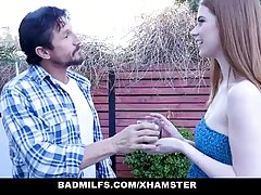 Рыжая девушка и ее мамочка устроили мужику роскошный секс втроем