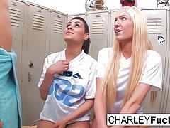 Две девушки и один парень устроили в раздевалке настоящий гр...