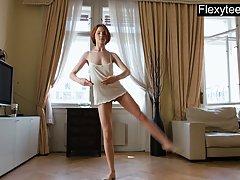 Бывшая танцовщица перед камерой решила показать свое соло в ...