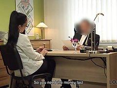 Брюнетка в офисе прогнулась раком и подставила свою тугую письку для порки