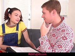 Студент проткнул большим членом молодую девочку в полосатых ...