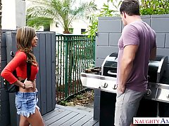 Vivianna Mulino wanted to get to know her new neighbor a bit...