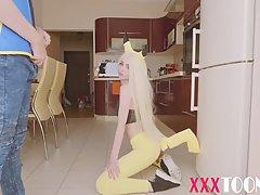 Блондинка в униформе покемона занимается сексом со своим товарищем по косплею