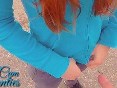 Рыжая девушка спустила свои трусики для реальной съемки секса от первого лица