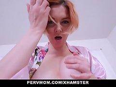 Мамочка с рыжими волосами сняла трусики для секса с сыном от...