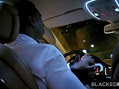 Чернокожий парень после минет в машине привез белую телочку домой и подарил ей хардкор