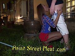 Азиатка в чулках не отказывается от секса с новым другом и п...