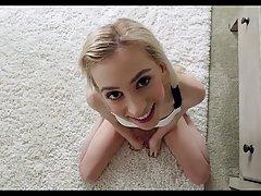 Молодая блондинка сделала минет от первого лица и раздвинула...