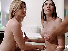 Две сочные мамочки показывают большие сиськи и подставляют щ...