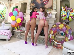 It's well known among guys that Ella Knox and Viole...