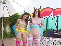 Две молодые девушки сняли трусики для анального секса с одни...