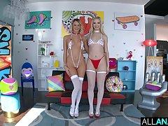 Две блондинки в чулках подставляют попки для анального секса с парнем