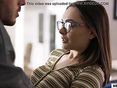 Девица в очках показала футболисту мохнатку и заслужила хард...