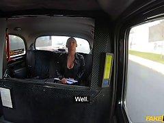 Водитель такси в машине отымел мамочку в чулках глубоко в растянутую щелочку