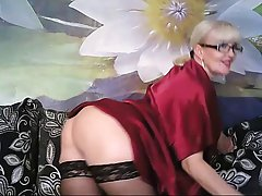 Лана очень красивая зрелая блондинка кторая любит показывать...