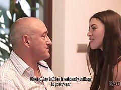 Старик вылизывает молодой девушке клиторок и нежно пихает в щелку вставший писюн