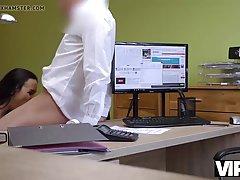 Брюнетка в офисе отсасывает от первого лица массивный член коллеги и получает кайф