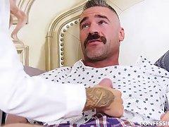 В больнице пациент выебал сисястую врачиху в чулках и накормил спермой