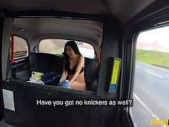 Азиатка в машине дает водителю без презерватива в нежное сочное влагалище