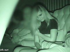 Блондинка наслаждается домашним сексом с мужиком под просмотр фильма