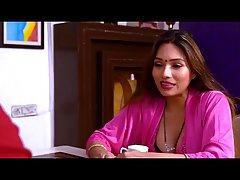 Индийская парочка на лестнице наслаждается домашним крутым сексом и кончает