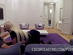 Блондинка мамочка с большими сиськами не знала о съемке на скрытую камеру домашнего порно