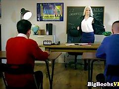 Бланш Bradburry работает учительницей и часто заниматься сек...