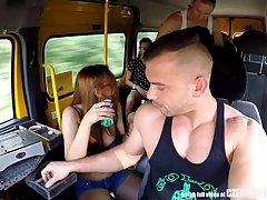 Чешские красотки устроили оргию в автобусе в середине дня в ...