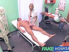 Блондинка трахается в больнице вместо того чтобы делать свою...