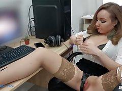 Секретарша в чулках прямо в офисе трусит большими сиськами во время анального секса